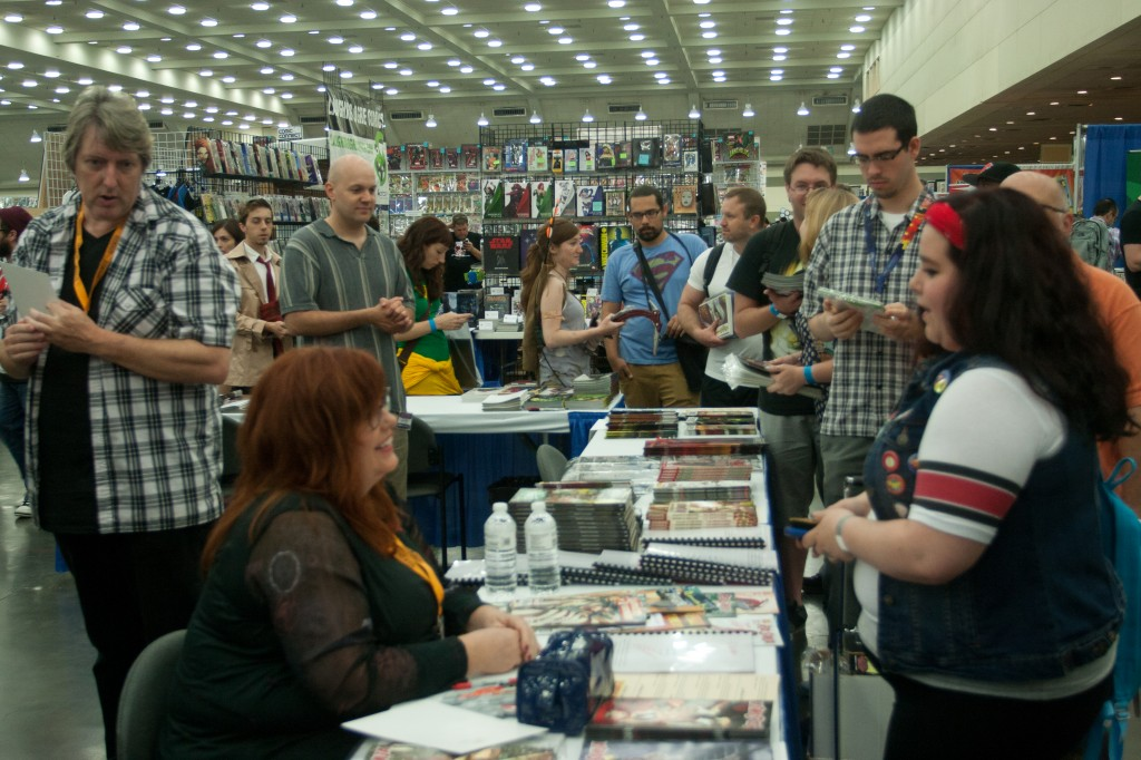 Gail Simone signs and speaks to fans
